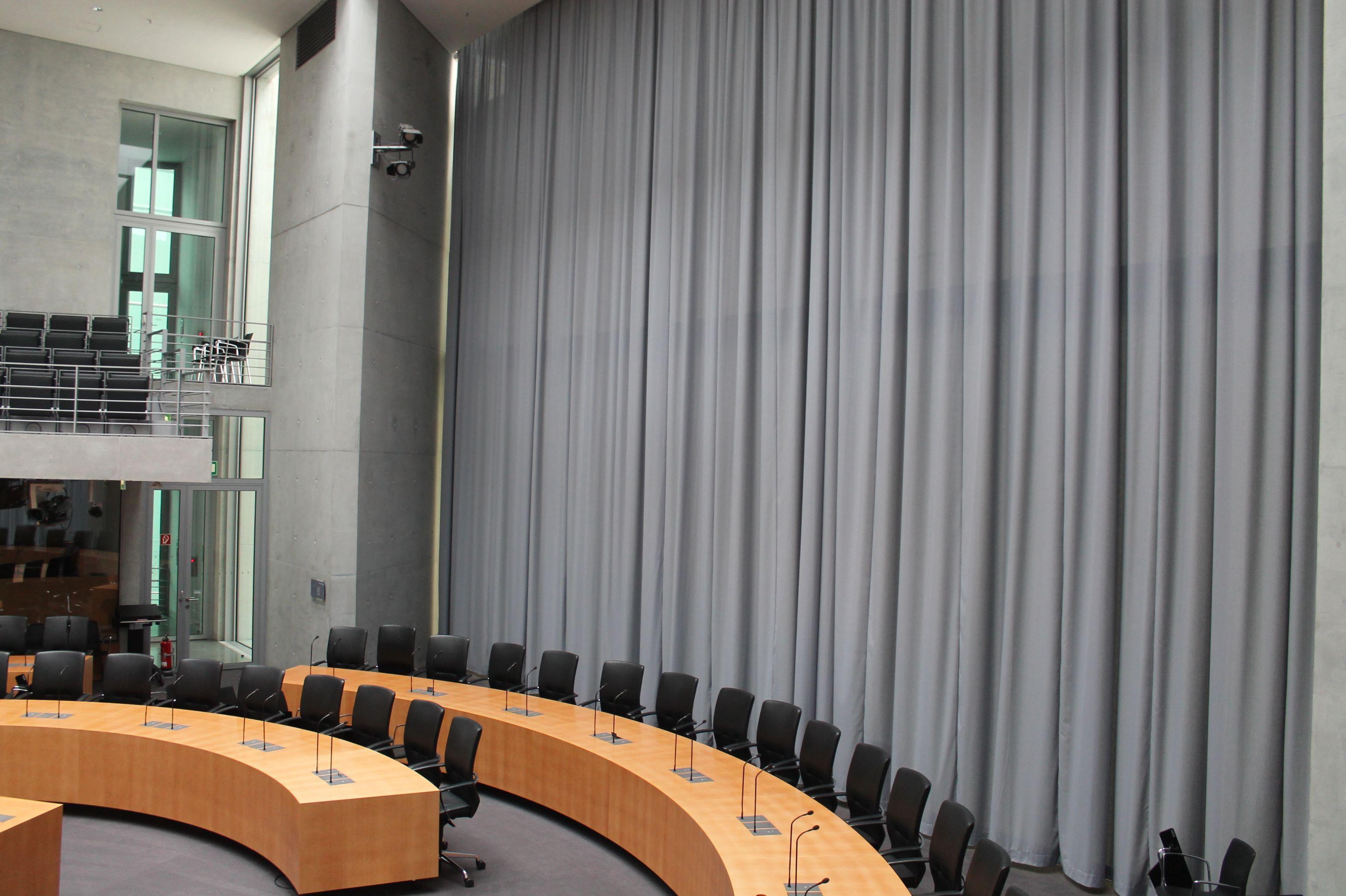 Malerisch Gardinen München Galerie Von Bühnenvorhangschienen Elektrisch Mit Vorhang Von Stiers Montiert